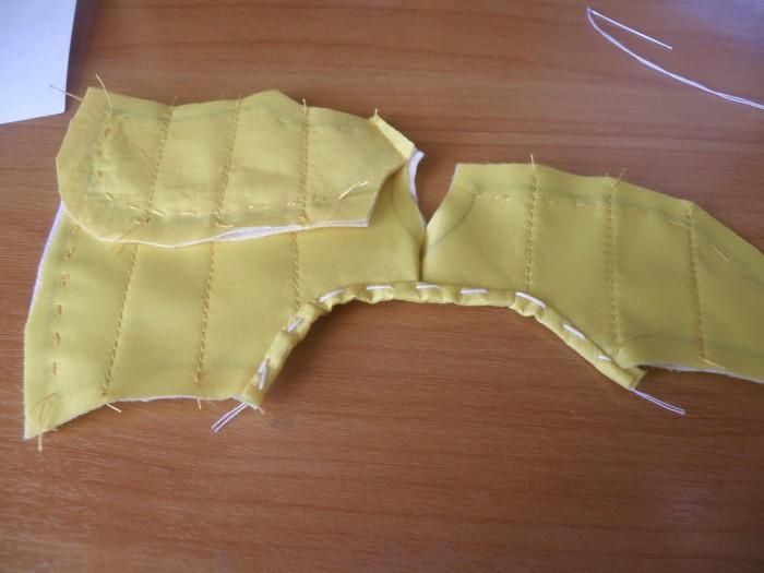 заверните полоску ткани во внутрь изделия и прострочите